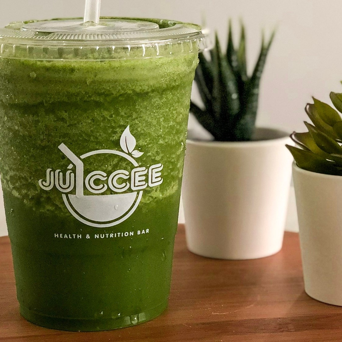- GREEN MUCHOur most popular smoothie, a fresh blend of kale, spinach, avocado, and banana.