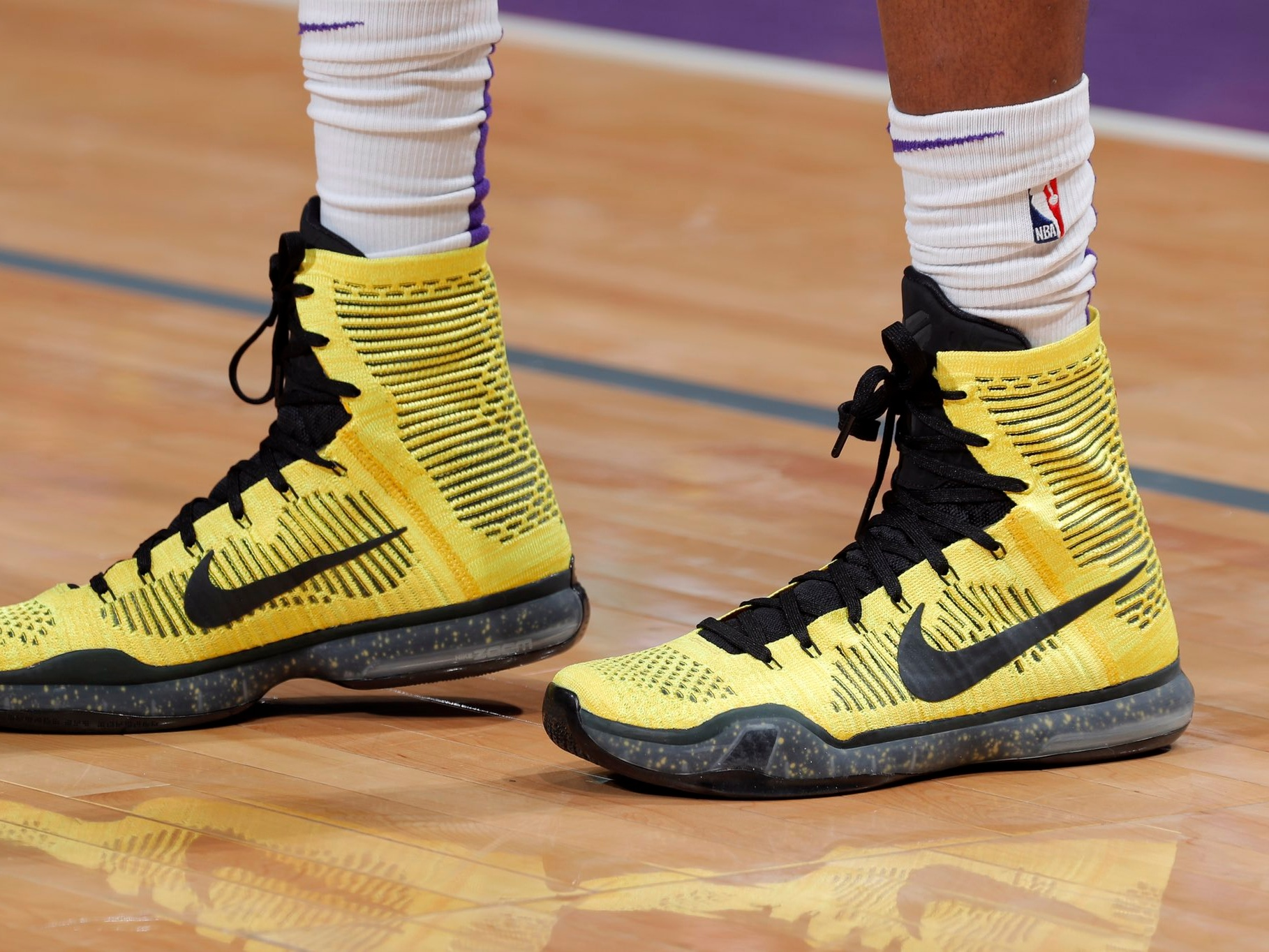 "De'Aaron fox rockin' the ""Opening Night"" Nike Kobe 10 Elite - Sacramento Kings vs. Los Angeles Lakers 