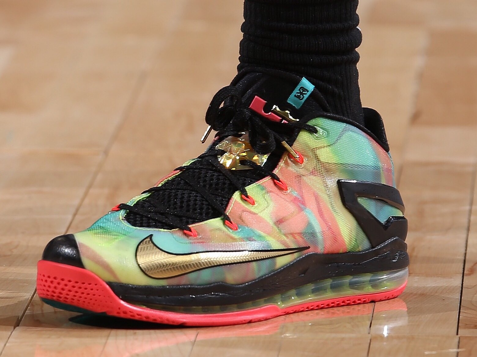 Montrezl Harrell wins best kicks of the night with the Nike Lebron 11 Low SE 'Multi-Color' -