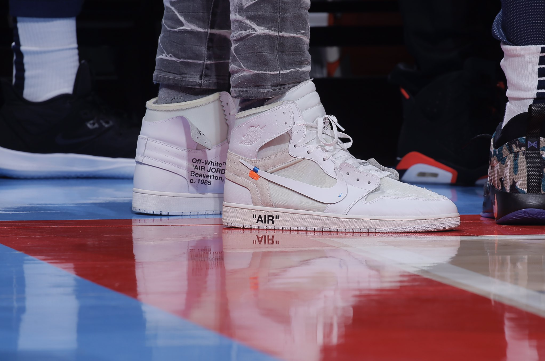 Anthony Davis on the sidelines with the Off White Air Jordan 1 Europe Exclusive -