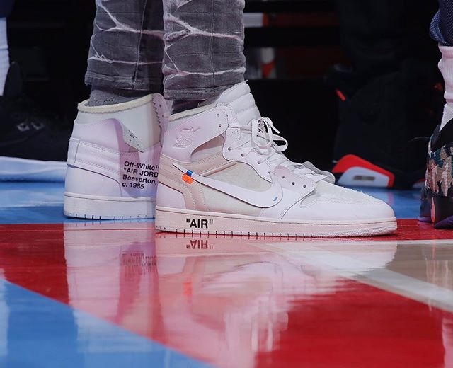 Anthony Davis on the sidelines with the Off White Air Jordan 1 Europe Exclusive