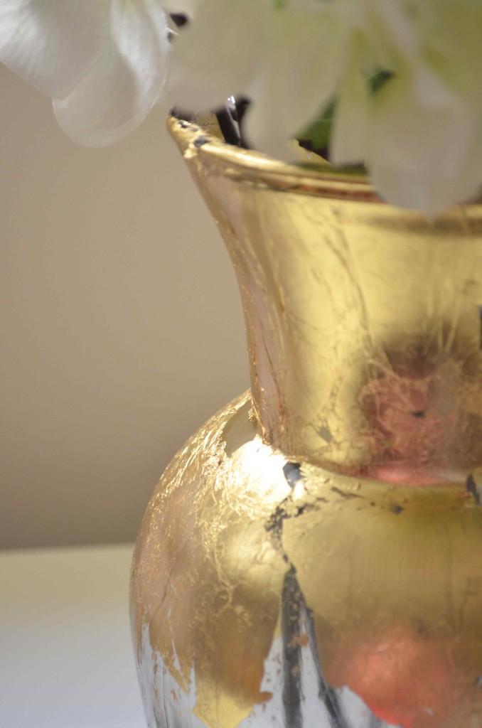gold vase 6