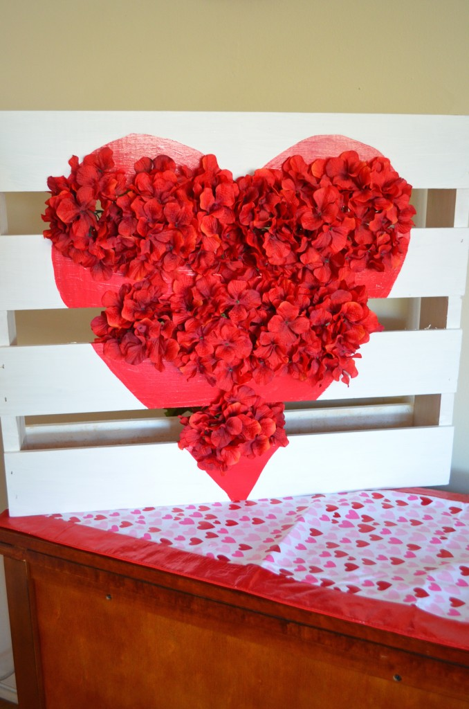 Valentine's Day Heart and Flower Pallet DIY