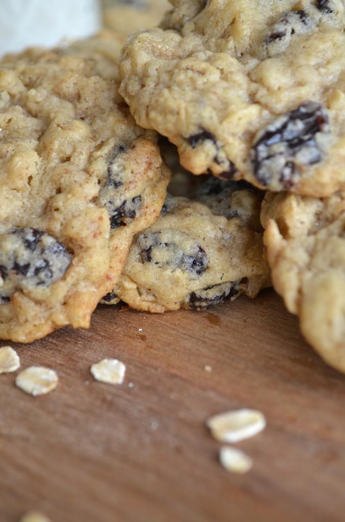 Cinnamon Oatmeal Raisin Cookies