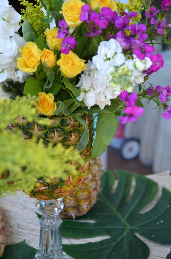 Colorful and Fresh Pineapple Tablescape DIY