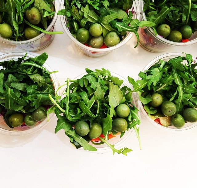 HOW TO BUILD AN EPIC SALAD -