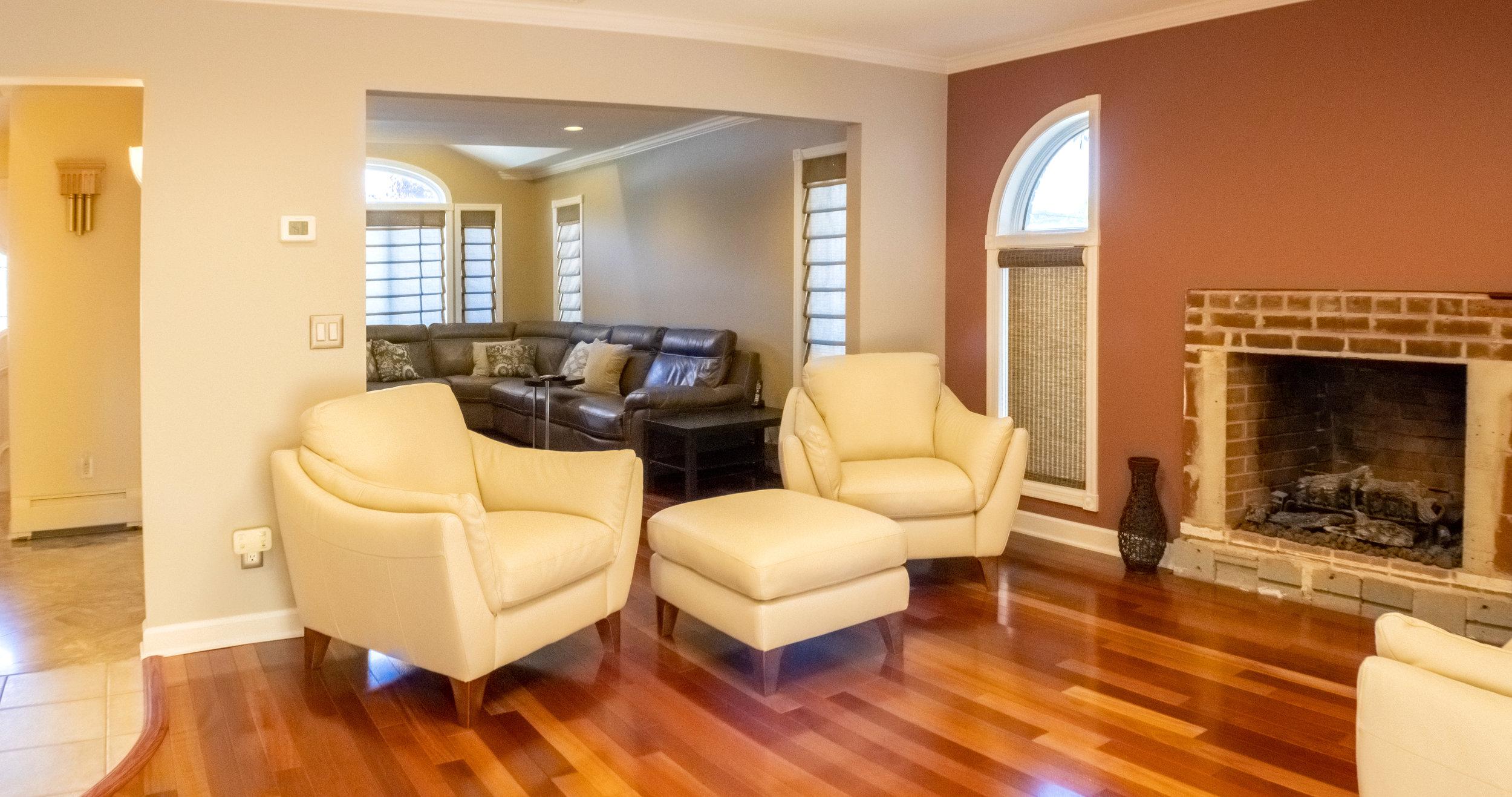 livingroom2-Pano.jpg