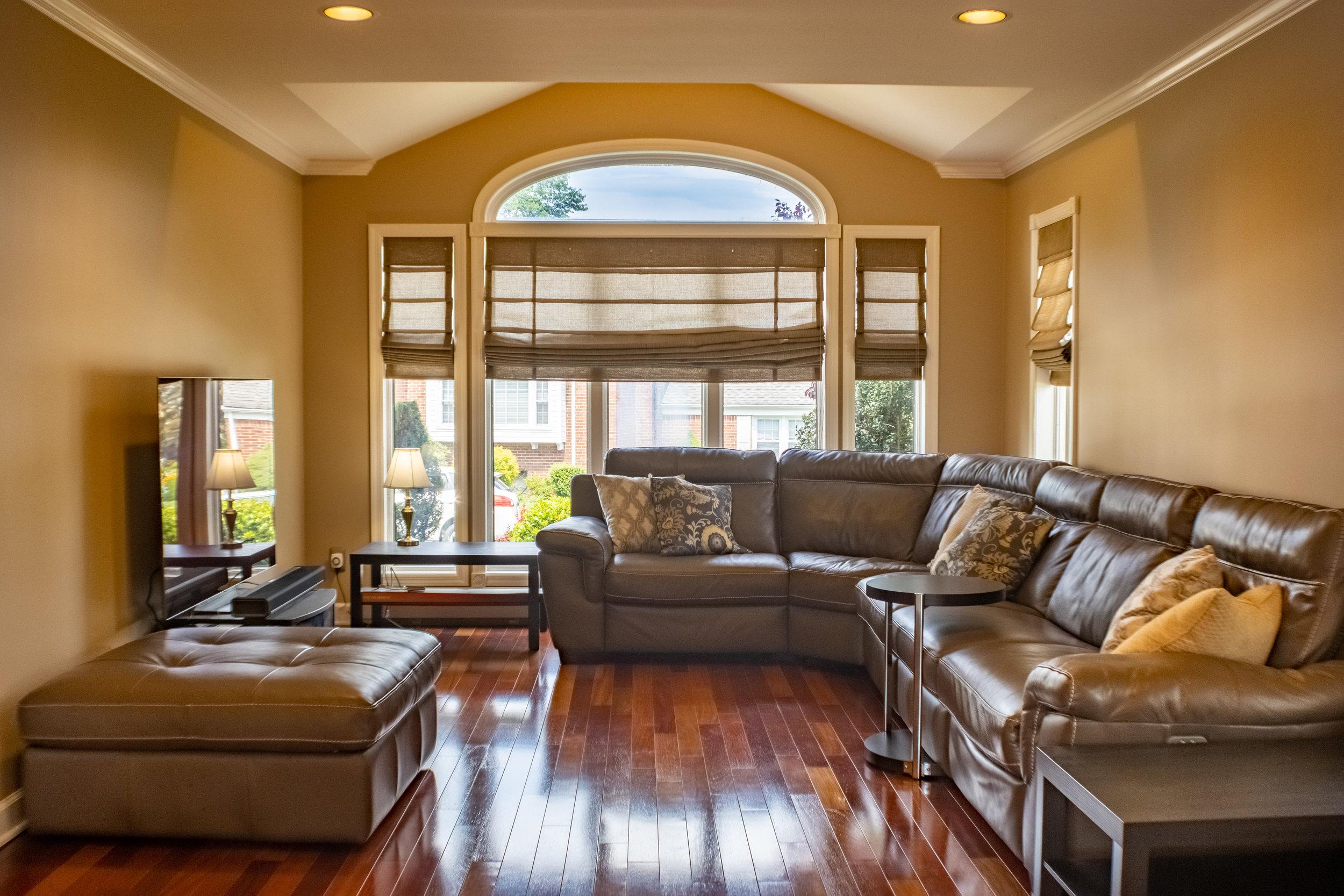 livingroomlarger.jpg