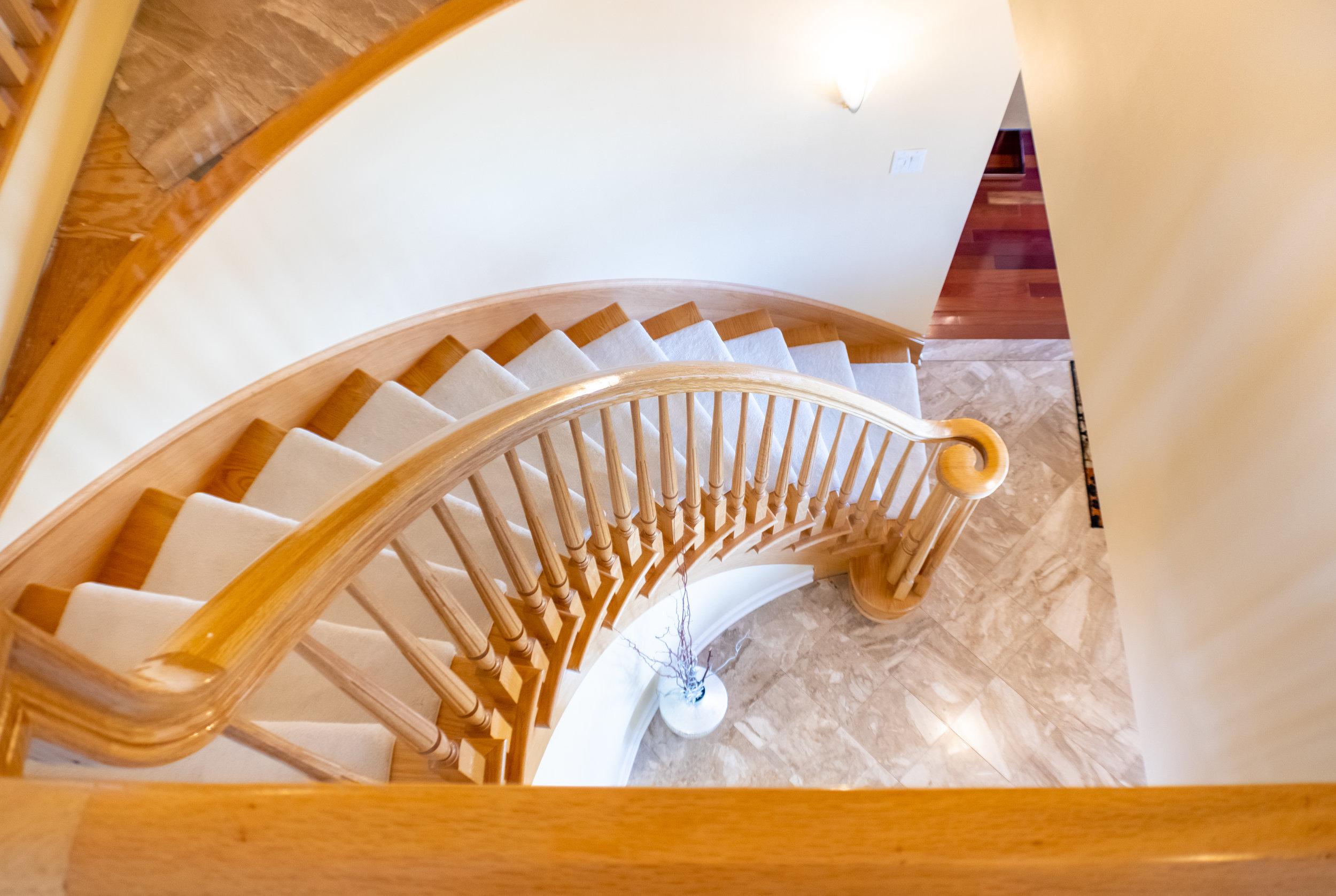 stairwelldown.jpg