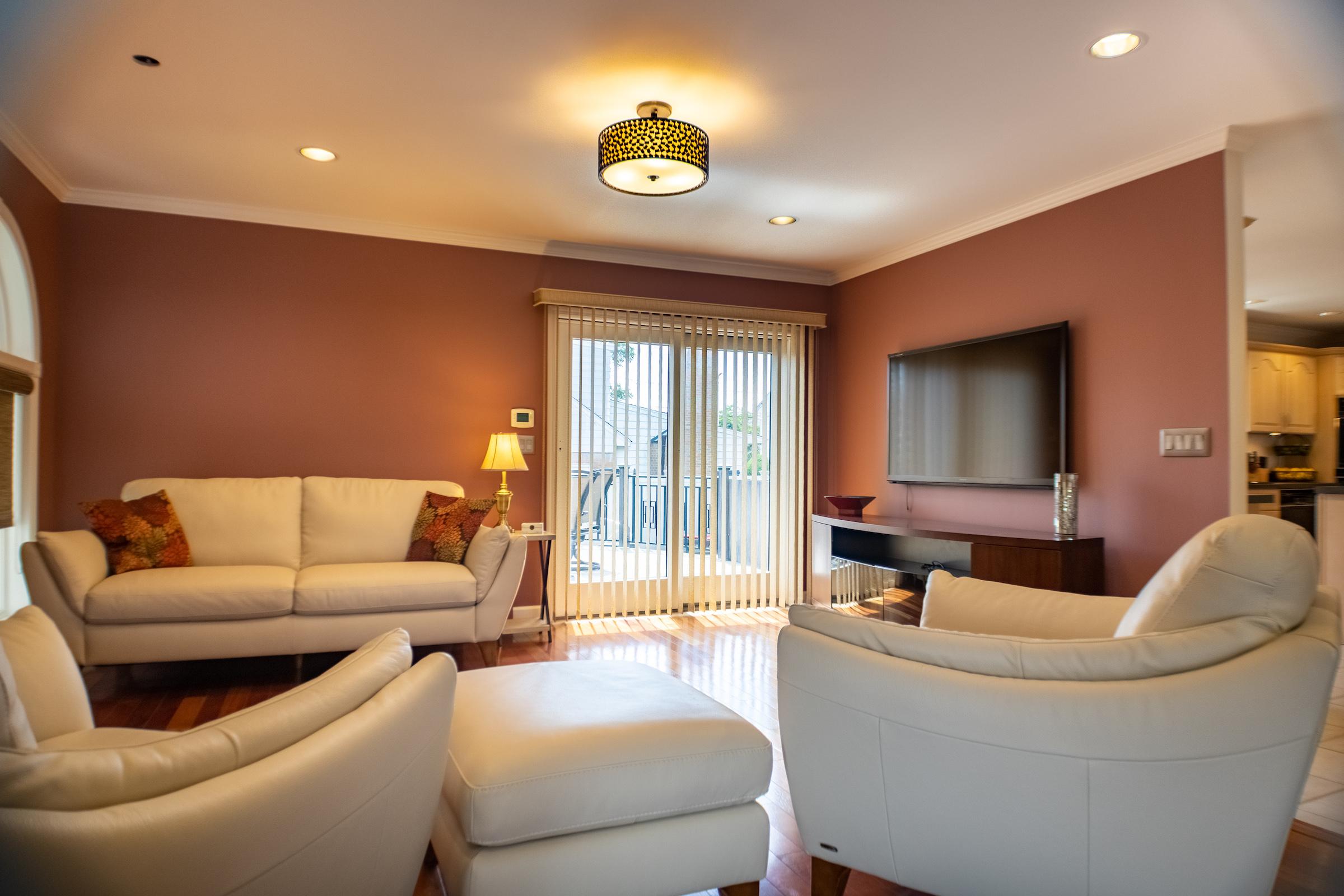 livingroomoffkitchen.jpg