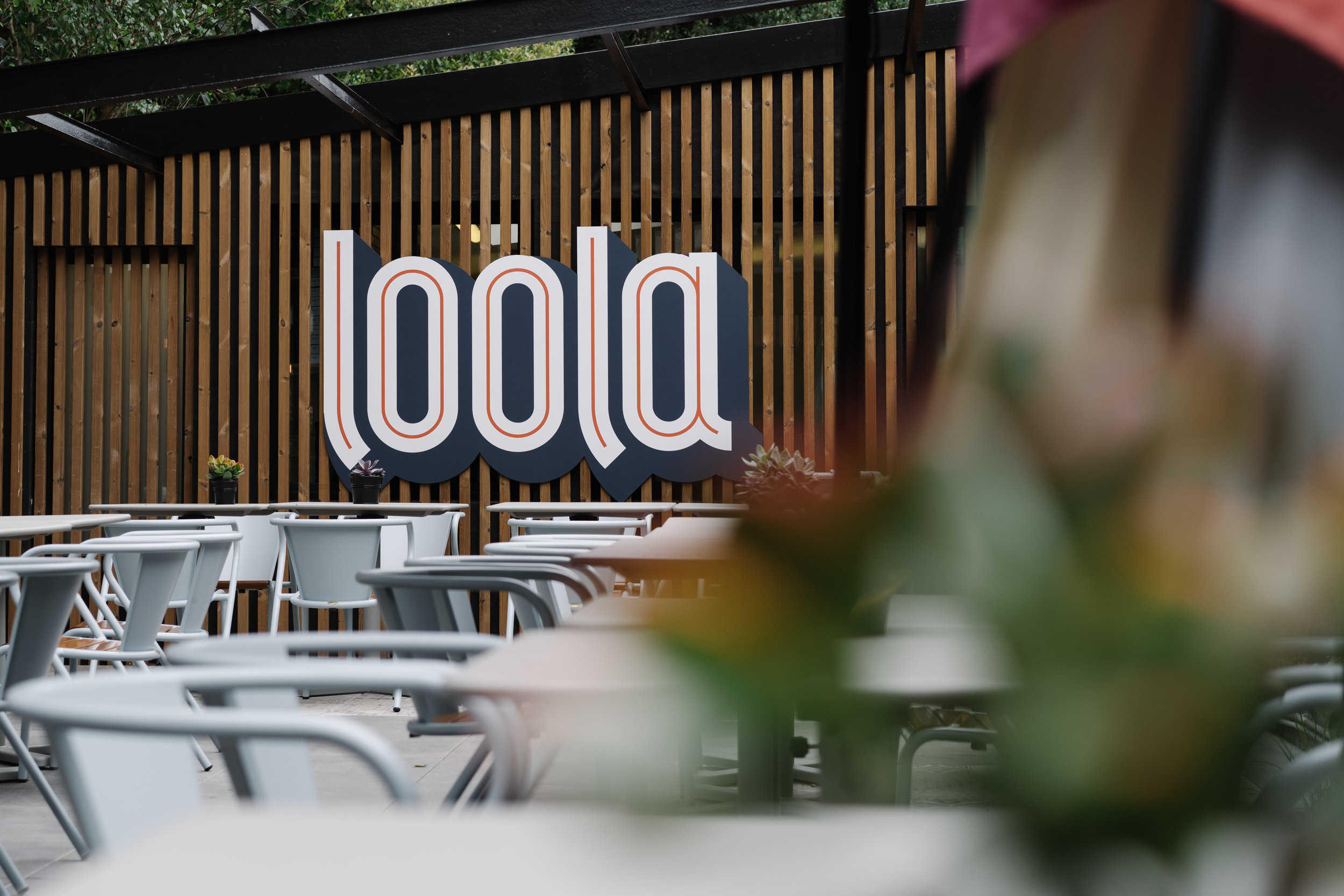 Loola / Boondael - A second Loola restaurant, a fresh pizza and salad bar located in Brussels (Boondael). If you like crunchy pizza and fresh salad, you need to try!