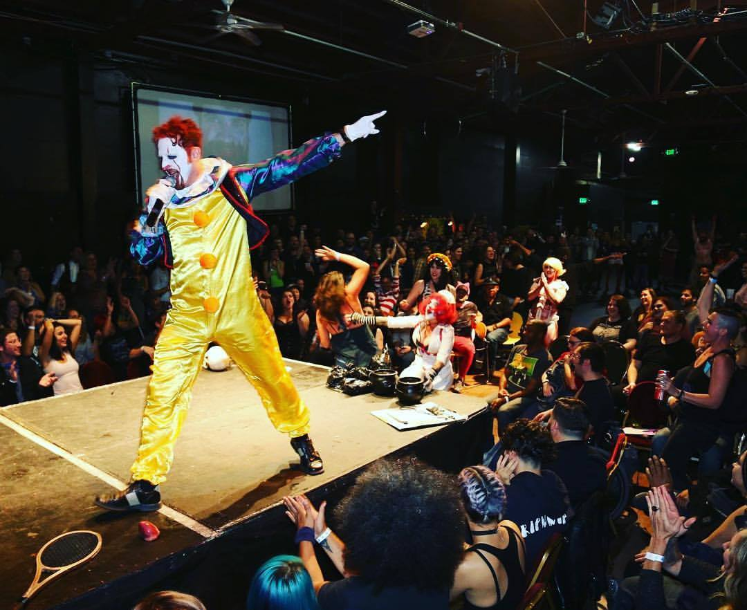 DeWolf as Pennywise Live.jpg