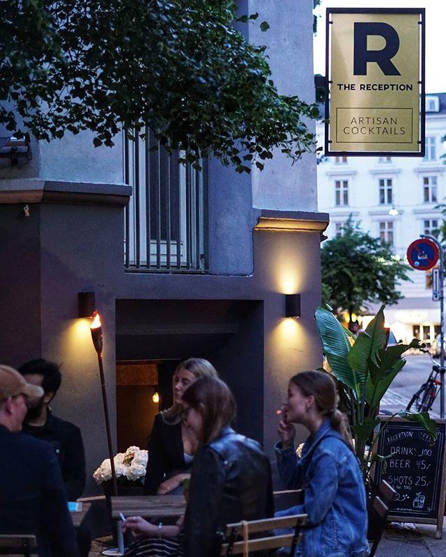 Tak for en fed fredag alle sammen 💥 Kom forbi og nyd jeres cocktails udenfor i solen igen i aften fra kl 17.00 🍹☀️ #thereception #cocktailbar #vesterbro #copenhagen #cocktails #drinks #puravida