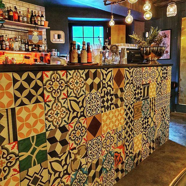 Kom og tjek vores nye flotte bar ud 😍 @thereceptioncph ses vi i weekenden? 🍹🥂🥥🍍 #cocktailbar #bar #københavn #vesterbro #copenhagen #drinks #venue