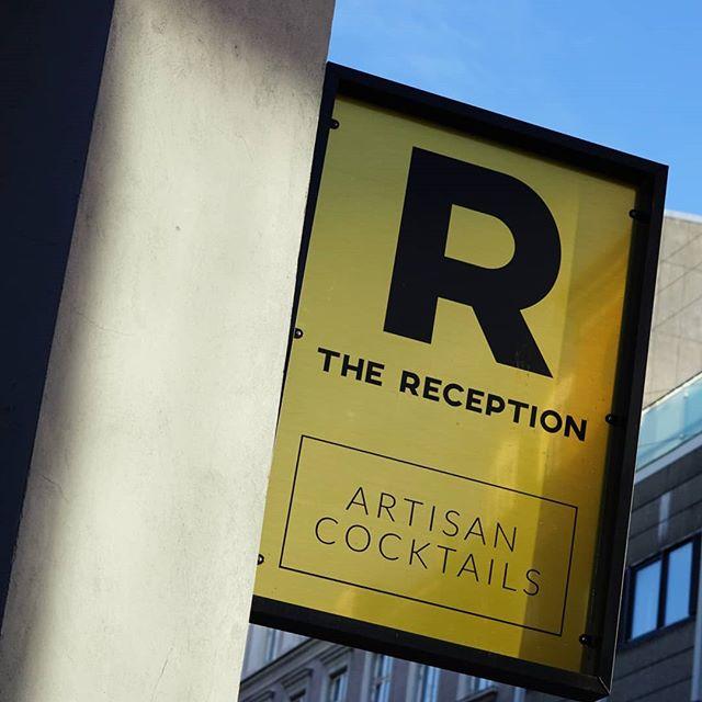 Vi glæder os til endnu en weekend på baren 🍹🍍🥥 du behøver ikke at være fash hos os! Vi åbner kl. 17.00-02. Kom glad ☀️ . #thereception #cocktailbar #vesterbro #copenhagen #cocktails #drinks #venue #bar #københavn #aok #pinacolada #cphfw