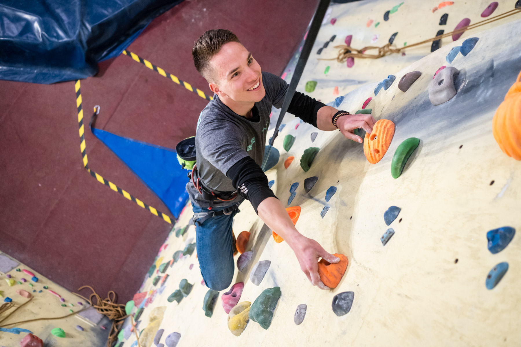 Taster Sessions and Birthdays - This course is ideal for people who have no climbing experience, designed to be a fun session for the absolute beginner.