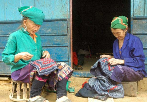 HmongLadies-615x430.png