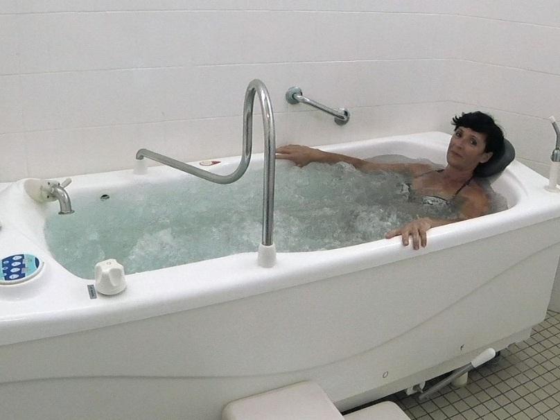Hydromassage - SOIN DE RHUMATOLOGIE / PHLÉBOLOGIESoin individuel en baignoire d'eau thermale parcouru de plusieurs jets à pression variable (33 à 36°C).Durée du soin : 10minEffets relaxants, décontractants, myorelaxants.