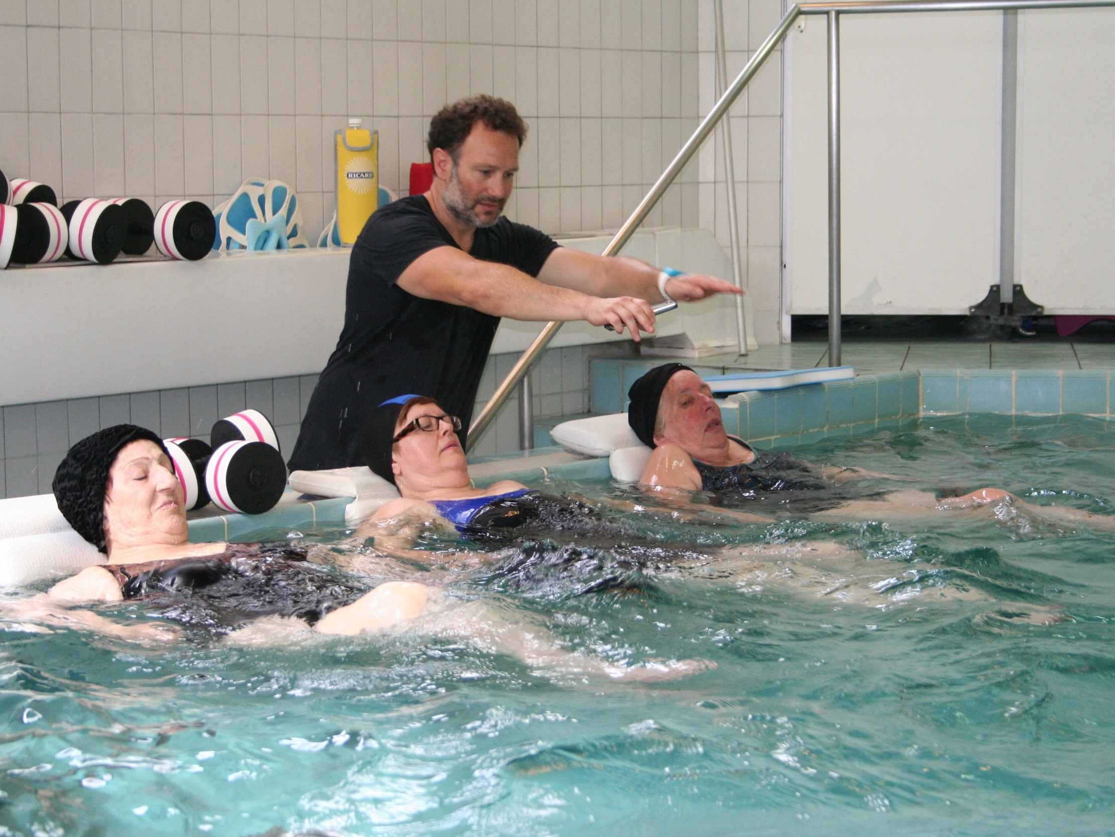 Piscine de mobilisation - SOIN DE RHUMATOLOGIESous la direction d'un kinésithérapeute, exercices mobilisant les différentes articulations dans une piscine d'eau thermale (33 à 35°C). Amélioration de la mobilité, raffermissement musculaire.Durée du soin : 20minEffets décontractants.