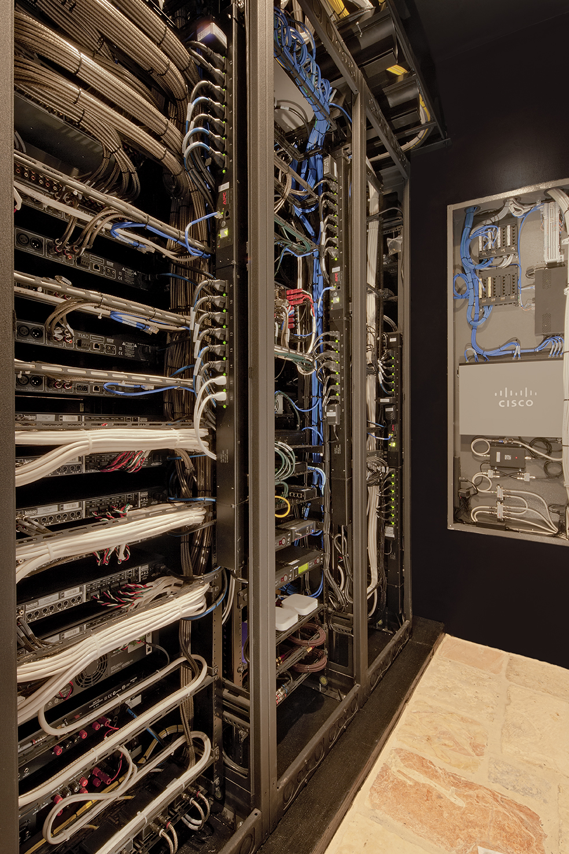 1321-03-Rear-Rack_11-SpikeMoss_Cantara-Eric-Figge (1).jpg