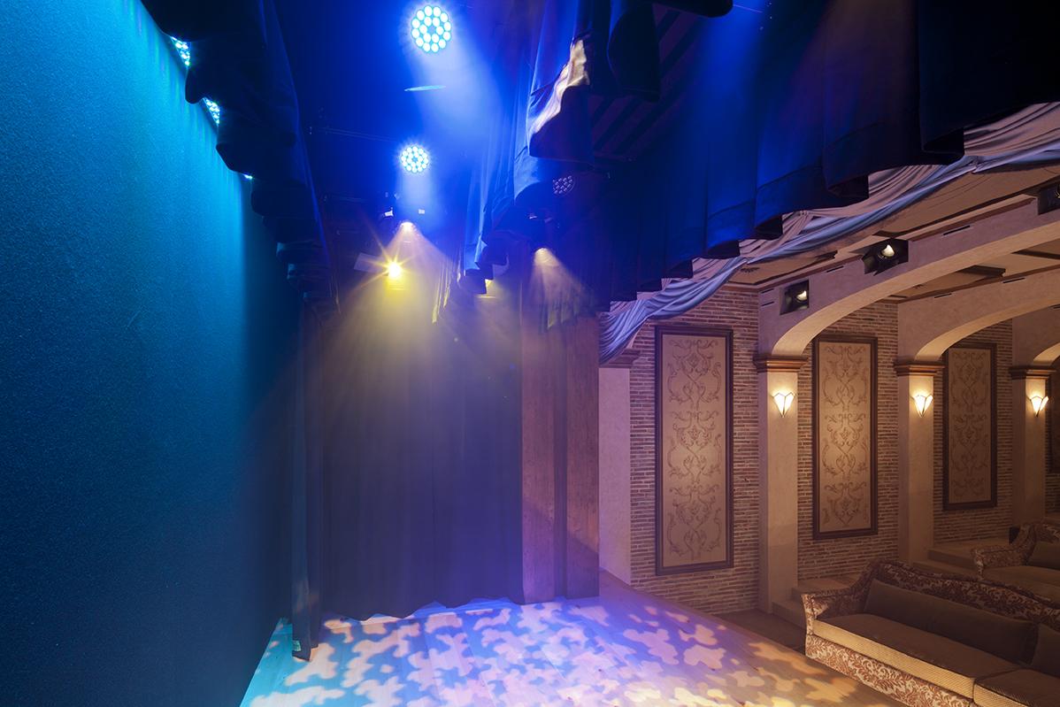 1321-10-Stage lights-2_11-SpikeMoss_Cantara-Eric-Figge.jpg