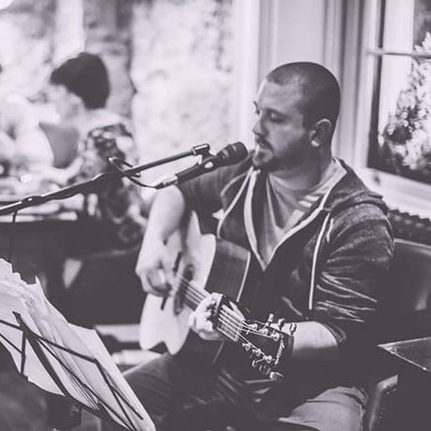 Our favourite musician, Paul Malcolm is back on the mic tomorrow night 🎤🎶🎸 #riva #rivahelensburgh #helensburgh #dumbartonshire #inverclyde #waterfront #waterside #ItalianFood #Italian #italianrestaurant #italianchef #pasta #pizza #drinks #cocktails #famil #friends #weekend #staylocal #buylocal #freshfood #livemusic #music #guitar