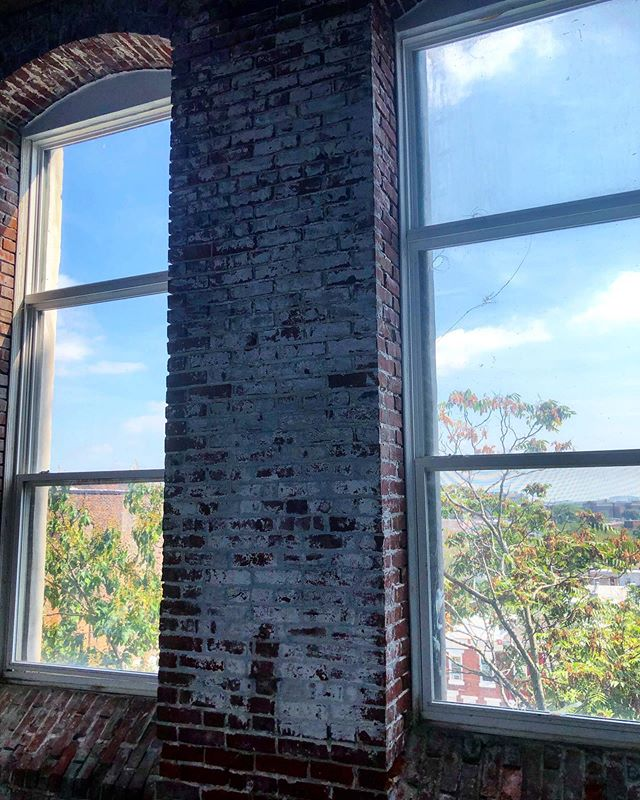 Studio with 2 windows just opened up on the 4th floor. Get it while you can. 😎🌈👀👩🎨👩🏫👩🎤🧶🐠🌞💫🌊🍣🏊♀️🚴♀️🏊♀️🤹♀️🗺🏢📞📲💡 . . .  #philadelphiaartist #phillyartist #kensingtonphilly #lovewhereyouwork #phillymaker #phillycrafter #artstudios #phillyartists #phillyart #artiststudios #philadelphia #artinphilly #phillyarts #phillyartcollective #practiceart #dowhatyoulove #phillymakers #phillytheater #phillyactor #phillycreatives #phillyphotographer #phillypainter #phillystudio #phillyphilly #phillylove #phillypride