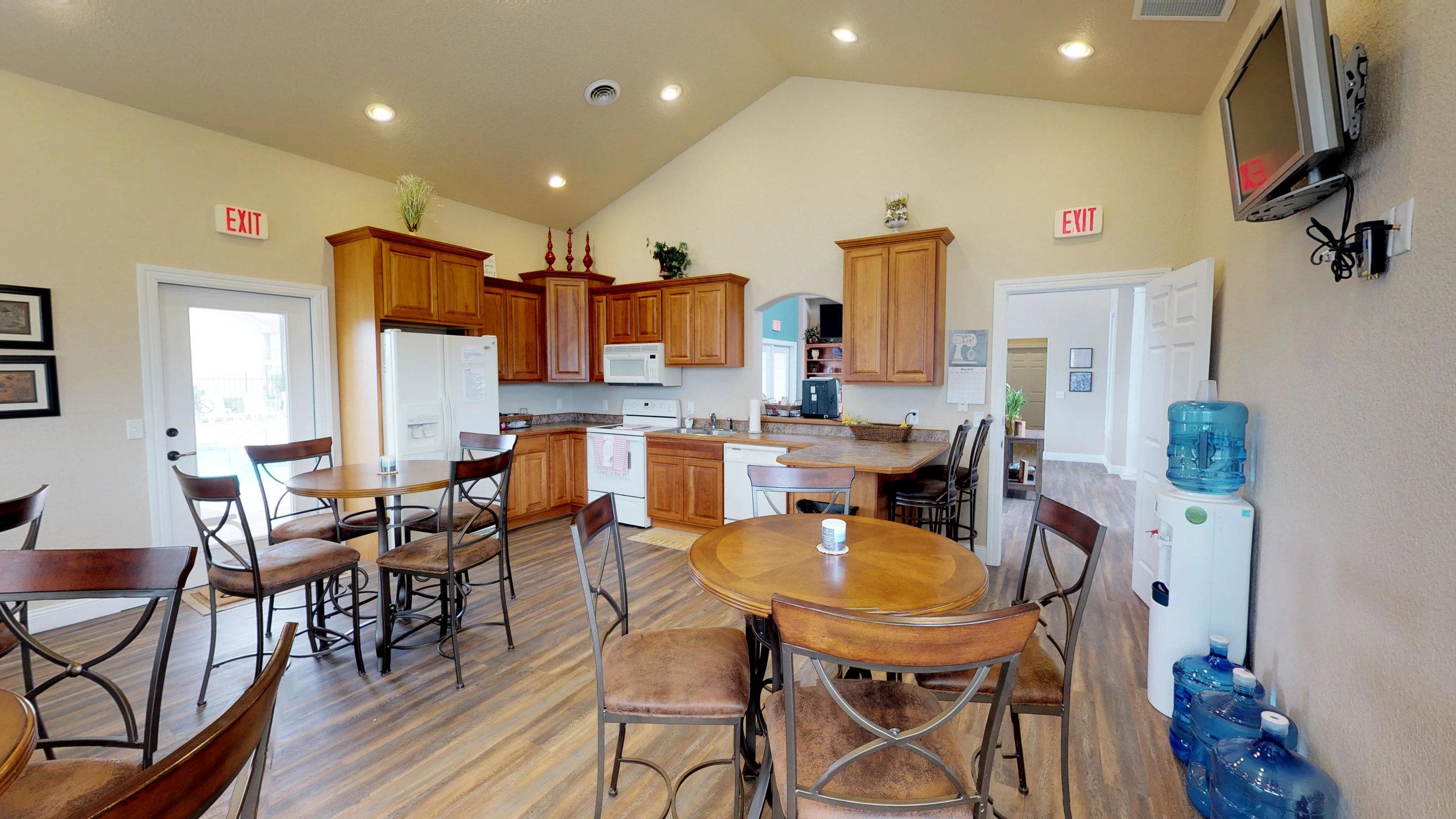 09-Full Clubhouse Kitchen.jpg