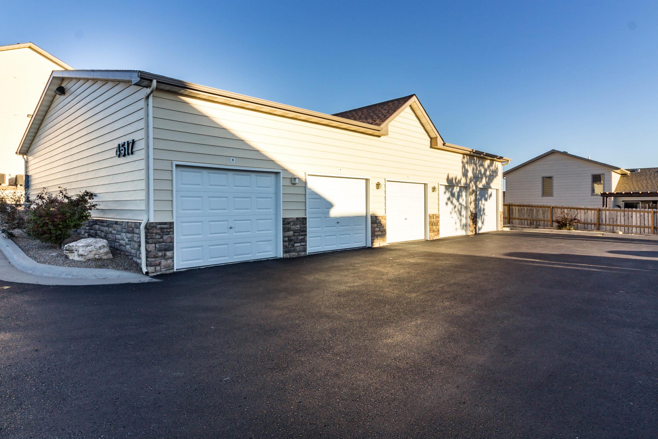 15-Garage Parking Available.jpg