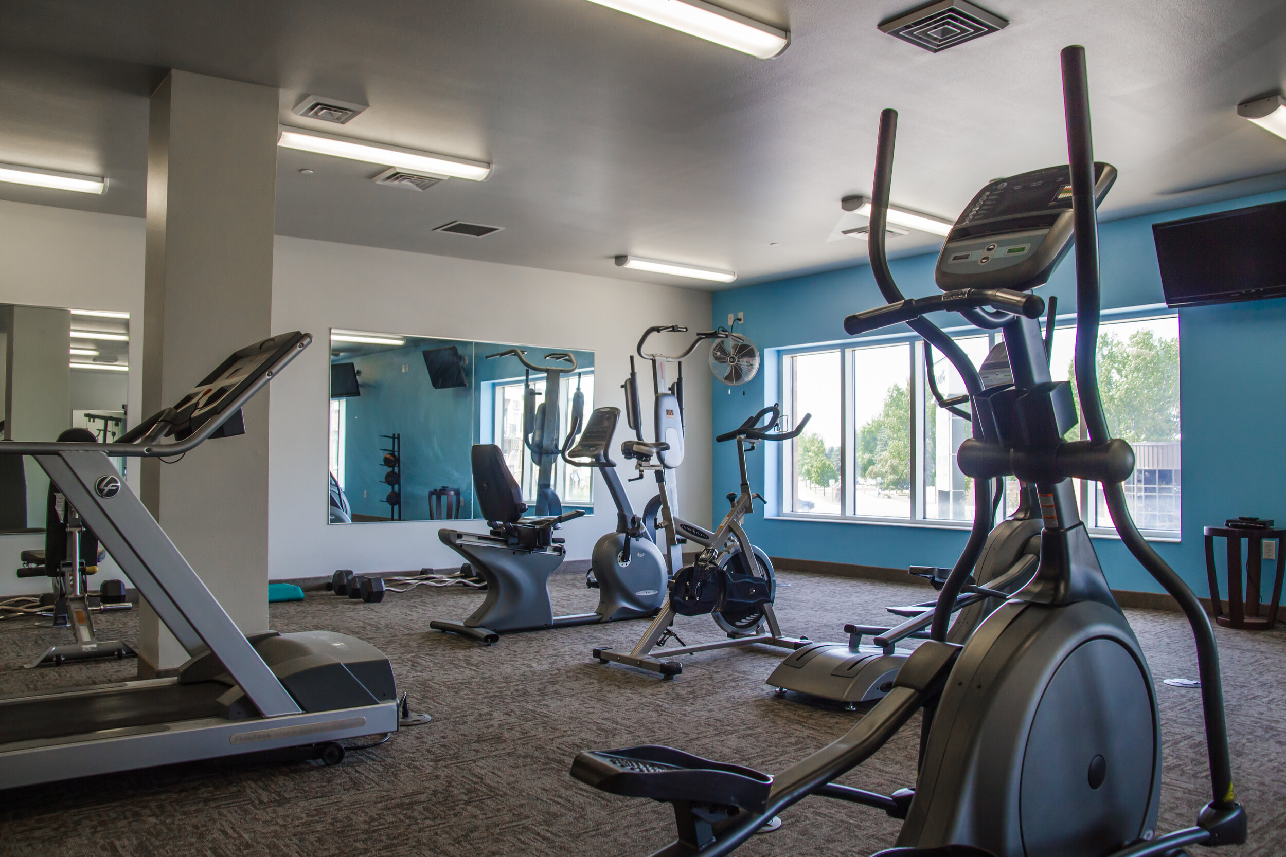 09 Convenient On-Site Fitness Center with Great Equipment Options.jpg