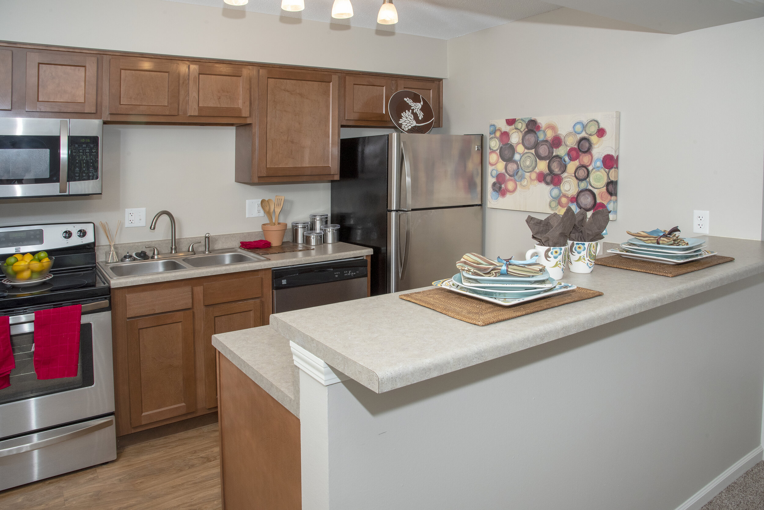 01 Beautifully Remodeled Kitchens with Large Breakfast Bars.jpg