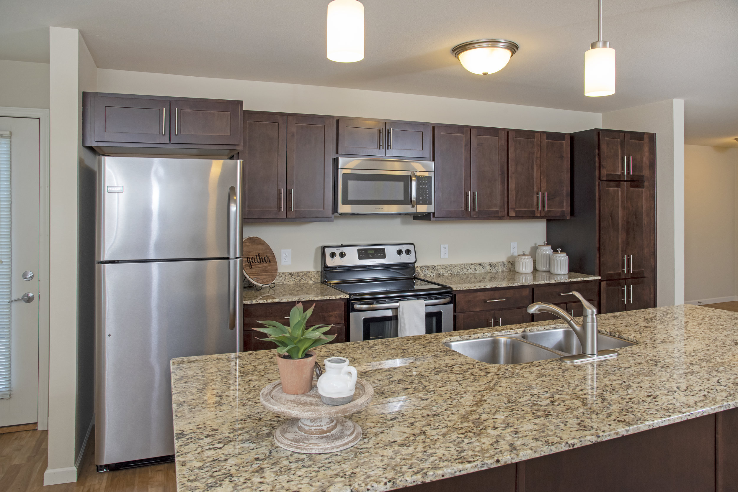 01 Welcome to Cardiinal Point Apartments!.jpg