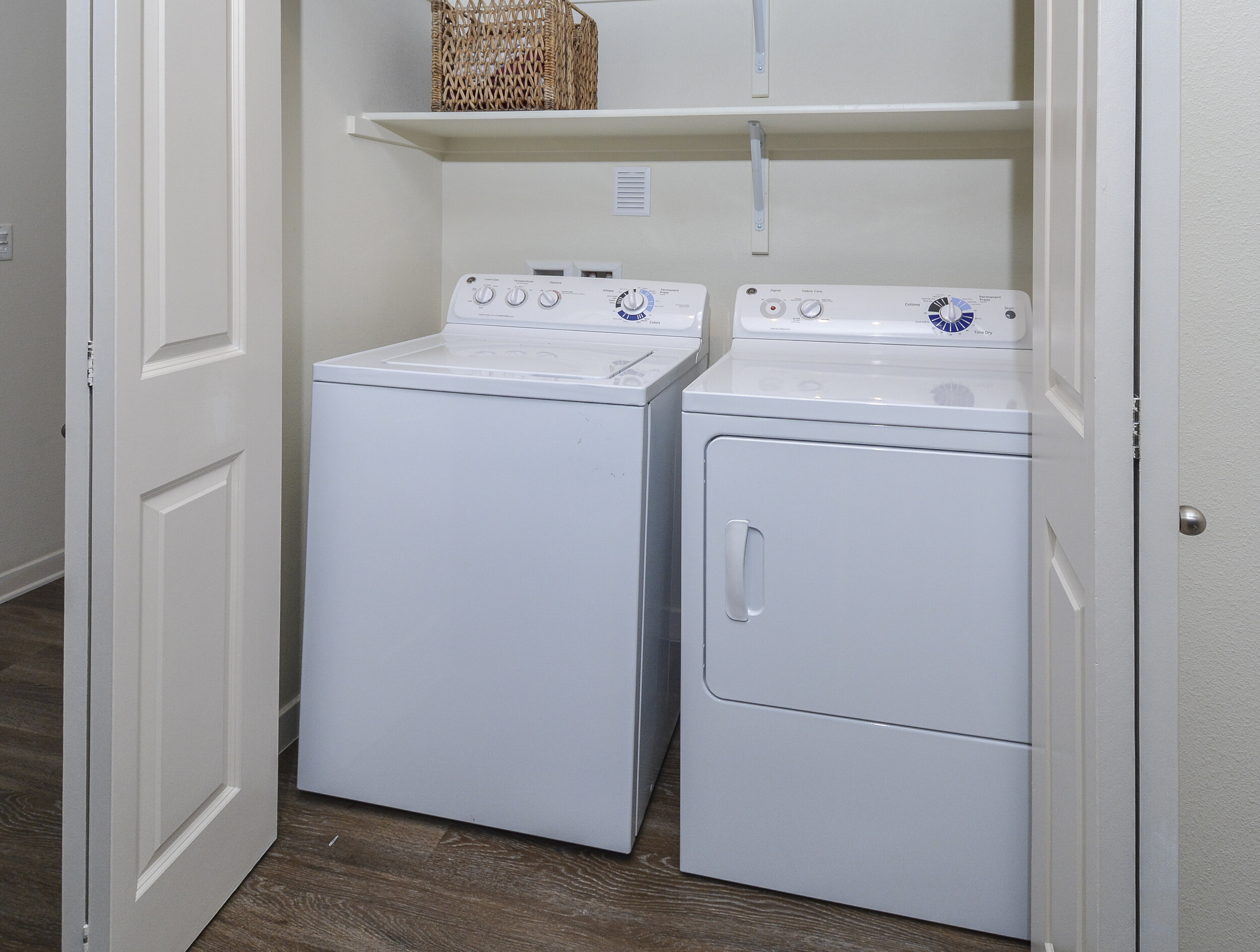 10 In-Unit Washer & Dryer Included.jpg