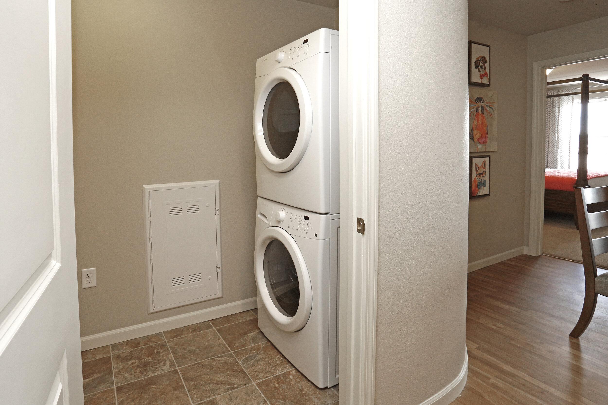 06 In-Unit Washer & Dryer.jpg