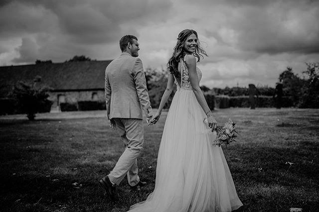 Dieses Strahlen in Sveas Gesicht verrät eindeutig…Pures Glück! 👰🏼🥰 Ein wunderschöner Moment 📷 ——————————————————— #bohowedding#boho#vintagewedding#bridetobe #bridetobe2020#wedding#dirtybootsandmessyhair #bohobride #bohogroom#bride#wedding2019 #bohobride #love#instabride#weddinggoals #weddinglocation#loveandwildhearts#weddinginspiration#hochzeit#verlobung #hochzeitsfotrograf#liebe#standesamt #hochzeitsfotografnrw #hochzeitsfotografdortmund #hochzeitsfotografbochum #hochzeitsfotografessen  #hochzeitsfotografallgäu #hochzeitsfotografkempten #hochzeitsfotograffüssen