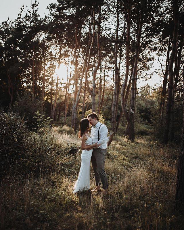Dieses Licht ✨…dieses Paar🤵🏼👰🏼…wir konnten gar nicht genug bekommen😍😍!!! Ein rundum perfektes After Wedding Shooting!📷 ——————————————————— #bohowedding#boho#vintagewedding#bridetobe #bridetobe2020#wedding#dirtybootsandmessyhair #bohobride #bohogroom#bride#wedding2019 #bohobride #love#instabride#weddinggoals #weddinglocation#loveandwildhearts#weddinginspiration#hochzeit#verlobung #hochzeitsfotrograf#liebe#standesamt #hochzeitsfotografnrw #hochzeitsfotografdortmund #hochzeitsfotografbochum #hochzeitsfotografessen  #hochzeitsfotografallgäu #hochzeitsfotografkempten #hochzeitsfotograffüssen