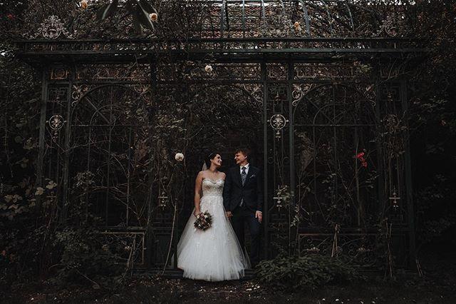 2 Chemiker heiraten. 👩🏻🔬👨🏼🔬 Mit Anette&Stefan war das Portraitshooting meeeeegaaa spannend! Mit einem explodierendem Freuerluftballon ☄️und flüssigem Stickstoff wurde es so cool! Aber erstmal zeigen wir euch ein romantisches Foto der beiden. 🌹😍 Seid ihr gespannt auf die Actionfotos? ——————————————————— #bohowedding#boho#vintagewedding#bridetobe #bridetobe2020#wedding#dirtybootsandmessyhair #bohobride #bohogroom#bride#wedding2019 #bohobride #love#instabride#weddinggoals #weddinglocation#loveandwildhearts#weddinginspiration#hochzeit#verlobung #hochzeitsfotrograf#liebe#standesamt #hochzeitsfotografnrw #hochzeitsfotografdortmund #hochzeitsfotografbochum #hochzeitsfotografessen  #hochzeitsfotografallgäu #hochzeitsfotografkempten #hochzeitsfotograffüssen