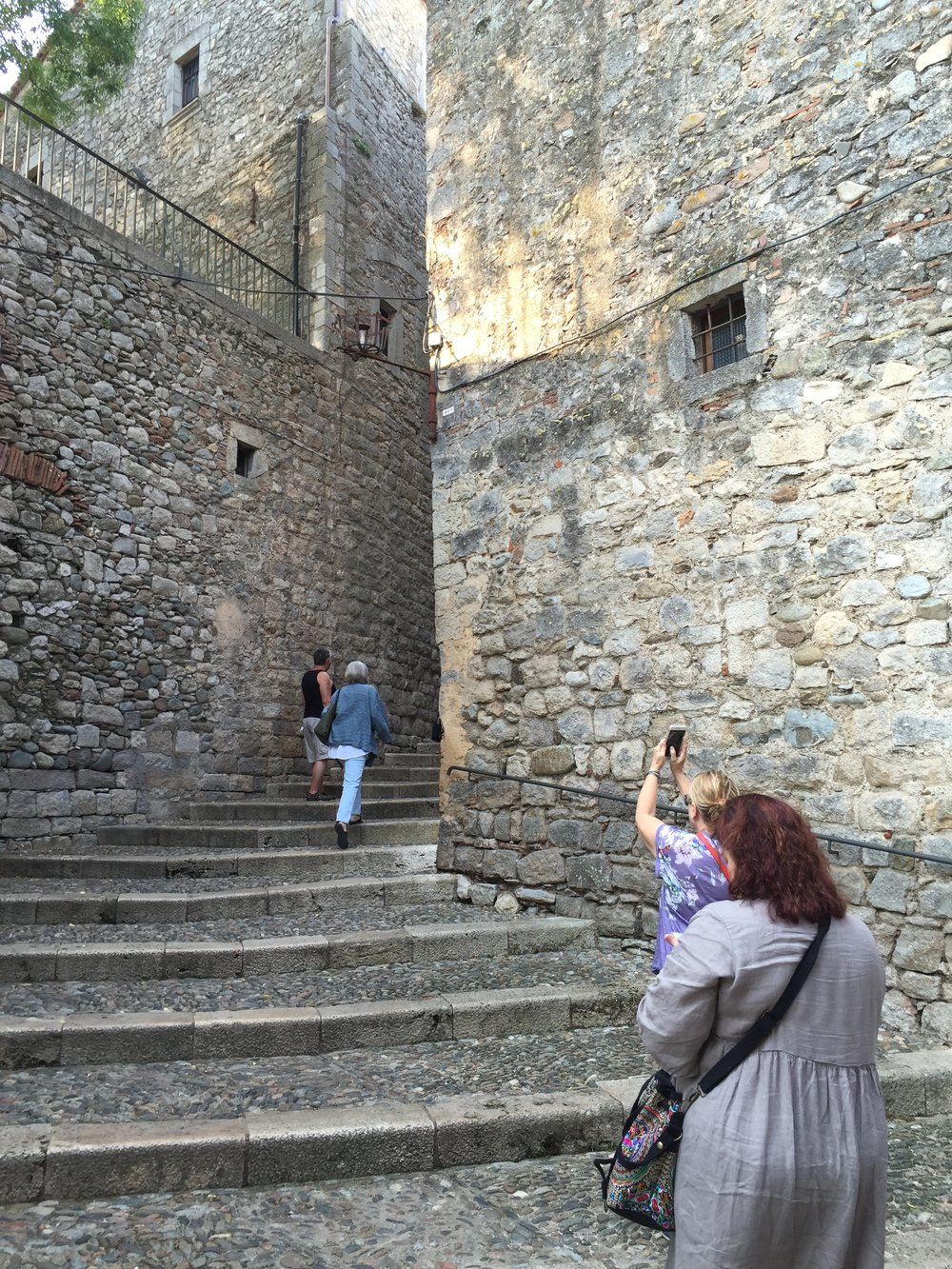Girona+alleyway.jpg