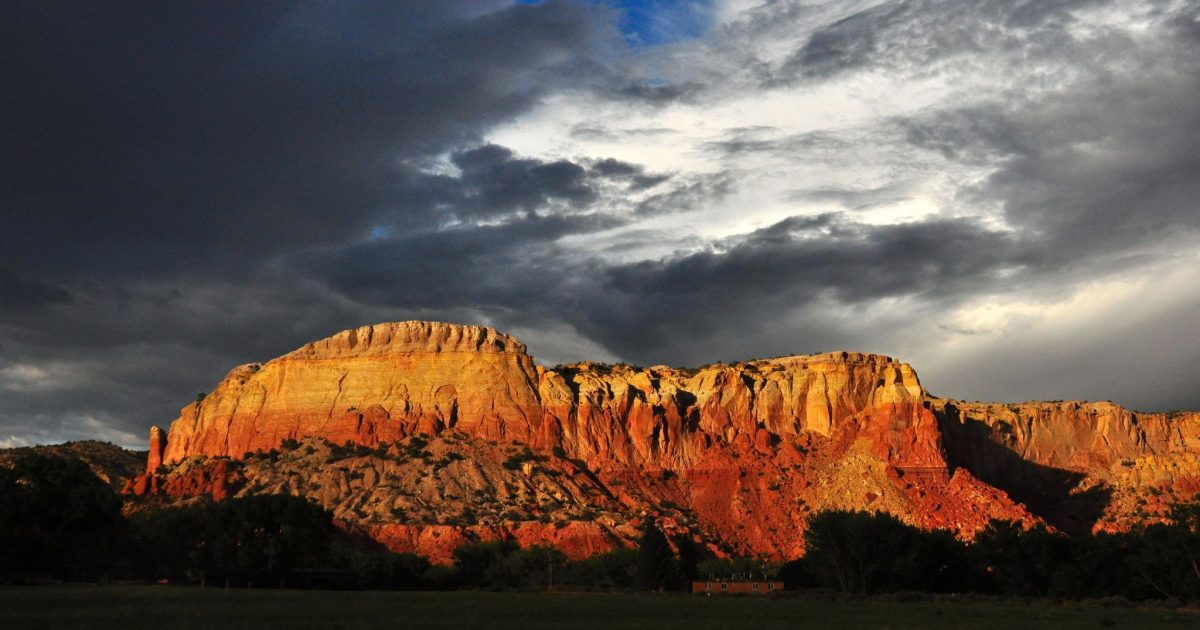 Ghost_Ranch_redrock_cliffs_clouds-1200x630.jpg