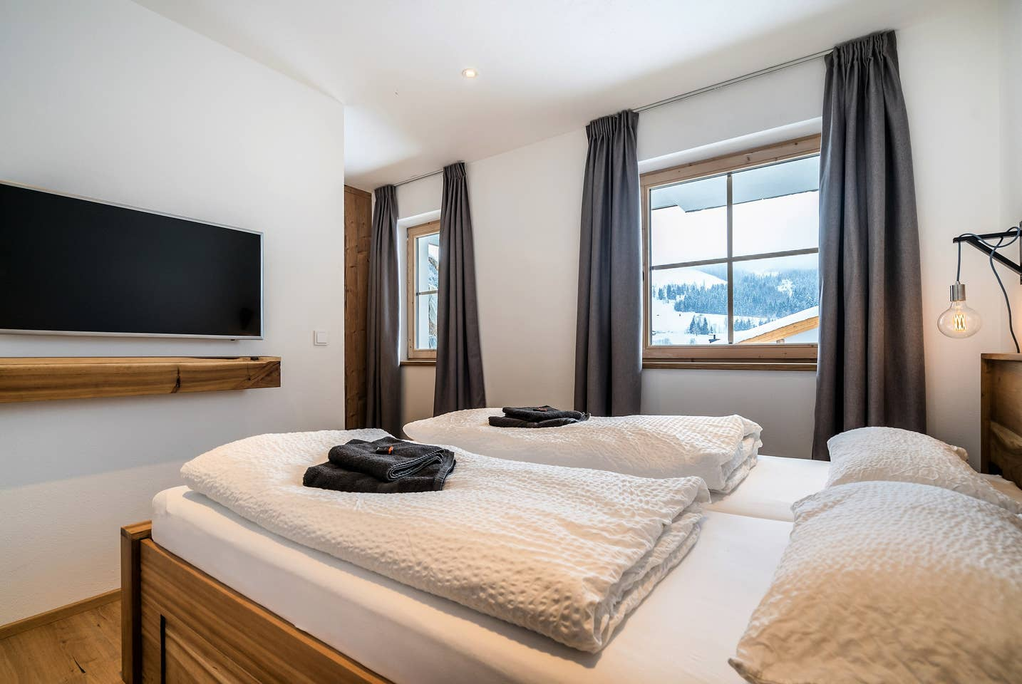 Double Room - with shared bathroom*only 1 room/ 2 spots left!510 € per person