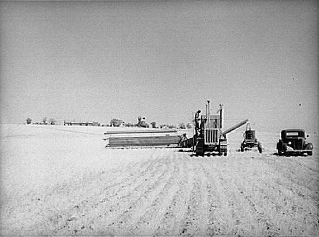 Harvesting wheat near Ritzville, July 1936   Photo by Arthur Rothstein, Courtesy United States Farm Security Administration/Office of War Information Collection