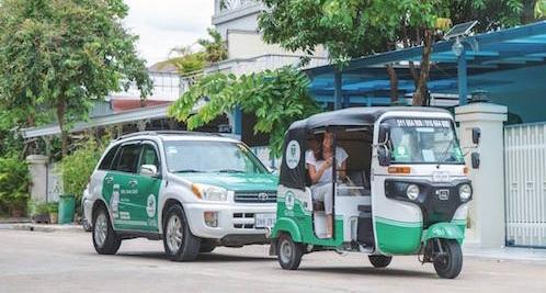 L'itinéraire le plus rapide - Aux abords de l'aéroport, vous trouverez des tuk-tuk khmers ainsi que des taxis en partenariat avec l'aéroport. Ils vous mèneront vers votre destination finale pour un montant moyennant les 10 USD.