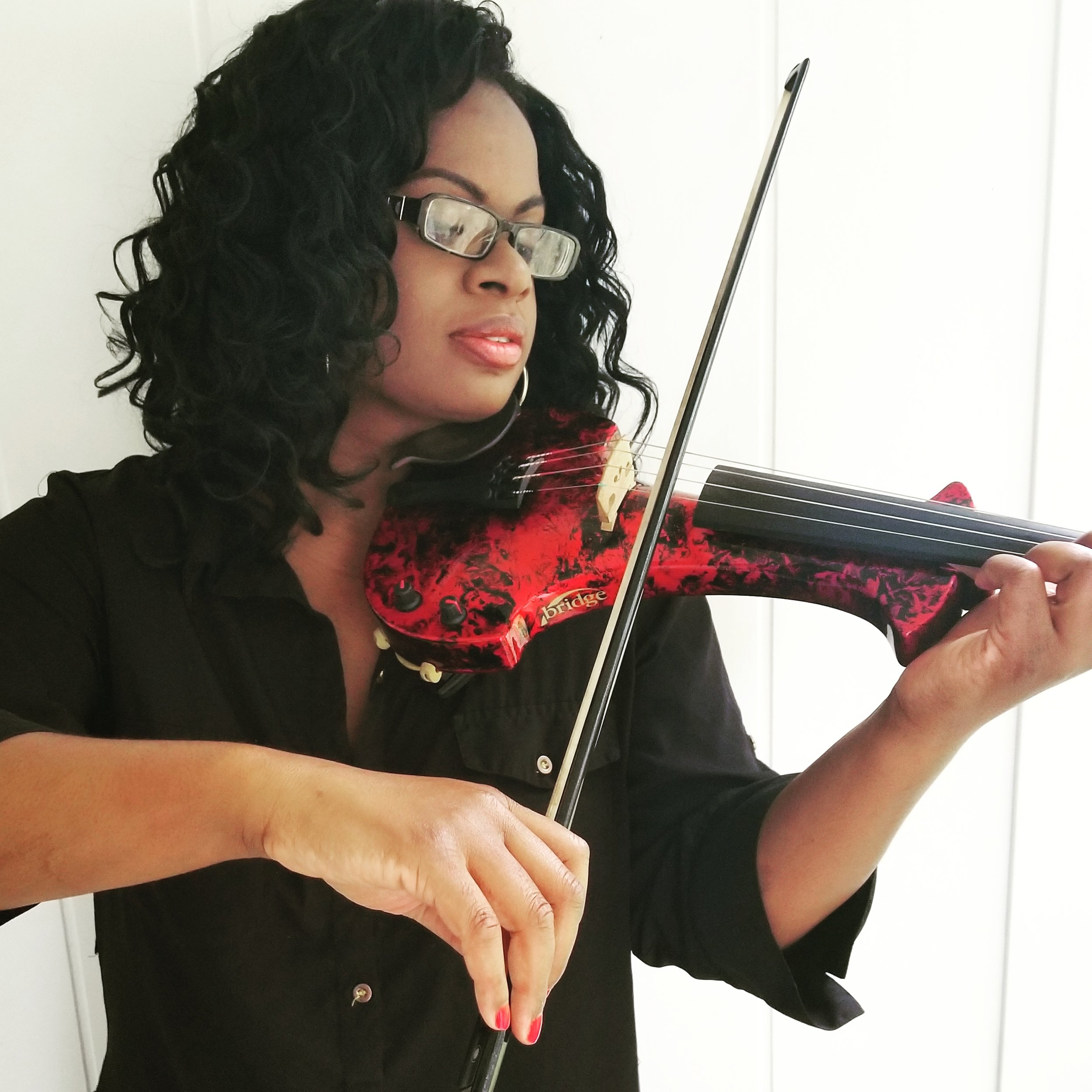Sai with violin.jpg