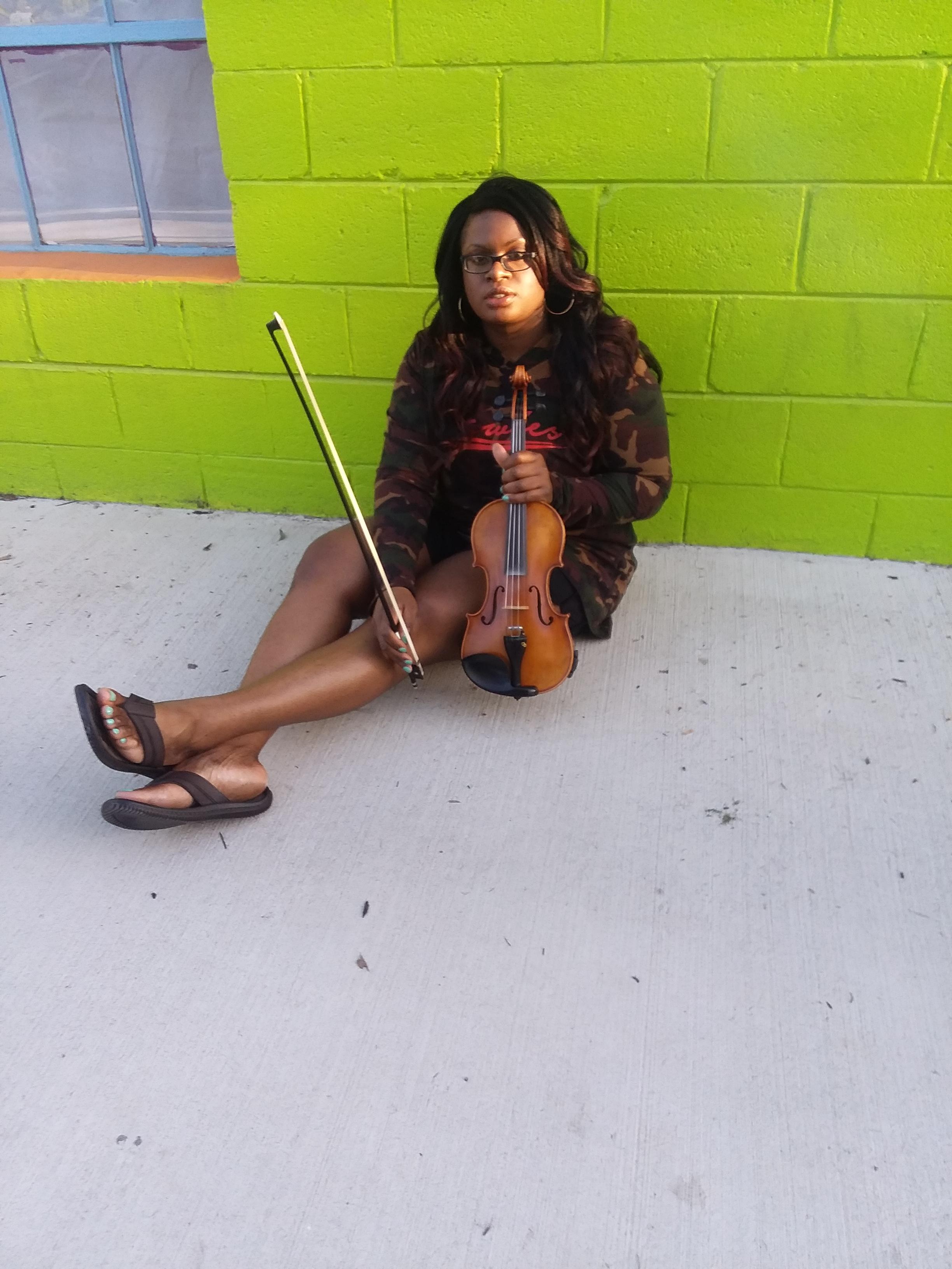Sai Harley Green Wall Charlotte NC Violinist 7.jpg