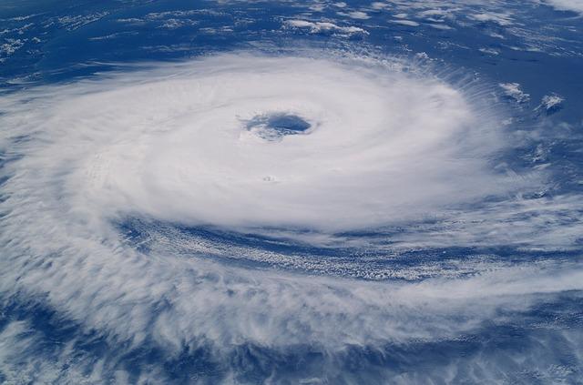 hurricane-923808_640.jpg