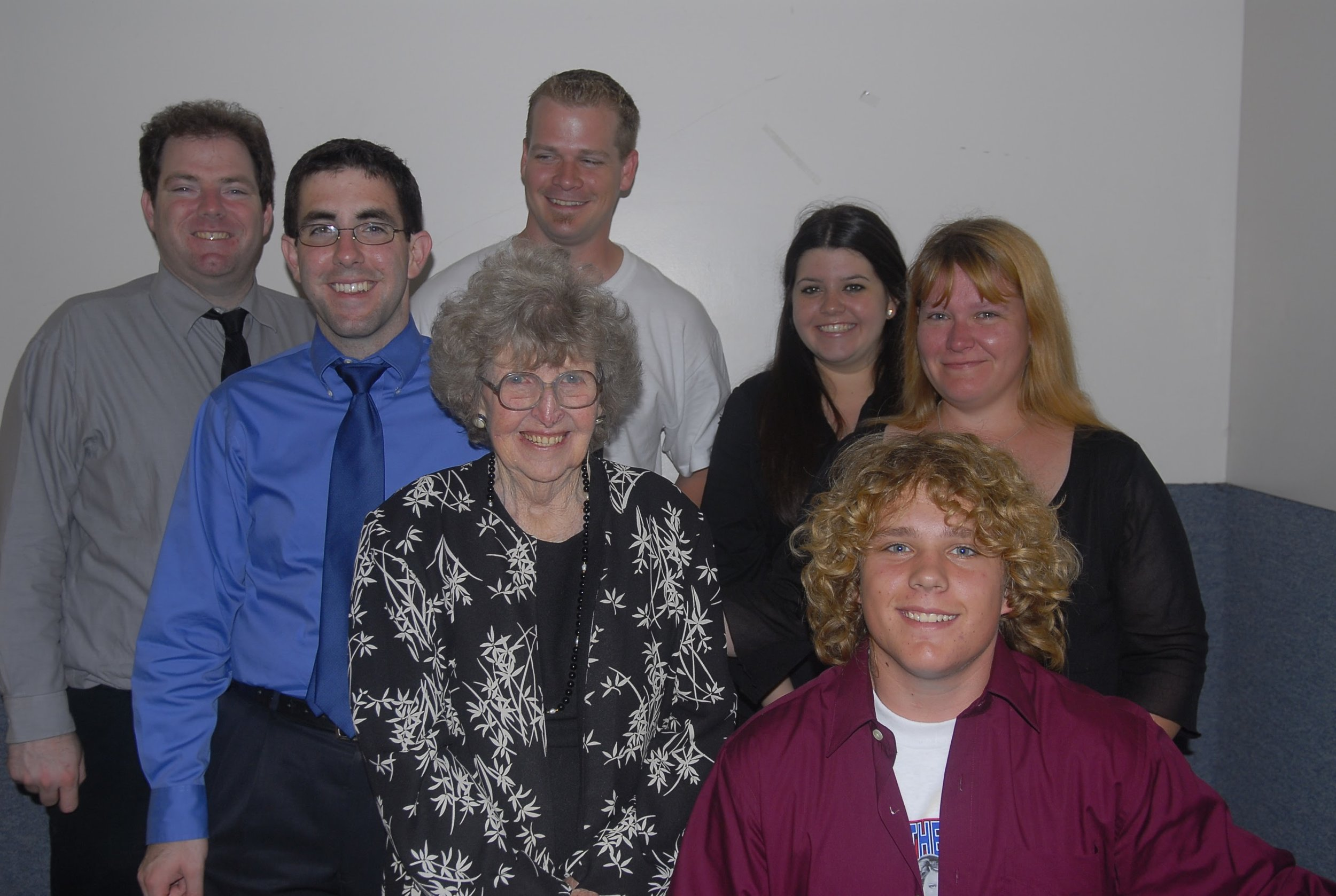 Mom with 6 of her 7 grandchildren.  Jason, Matt, Duane, Jennifer, Jeremy and Bonnie.