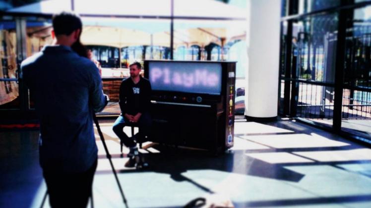 piano-push-play-play-me3333.jpg