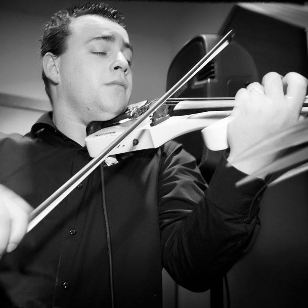Nick Jones - classical yet modern violinist