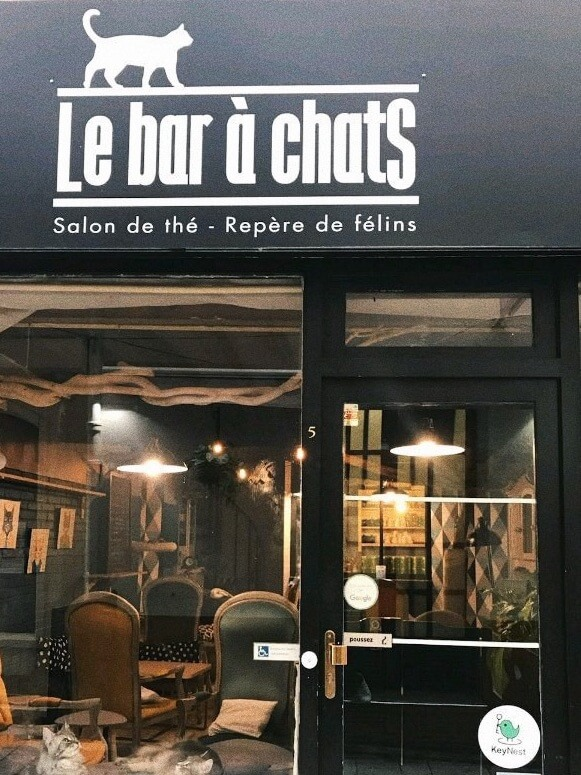 Airbnb key exchange cafe in France