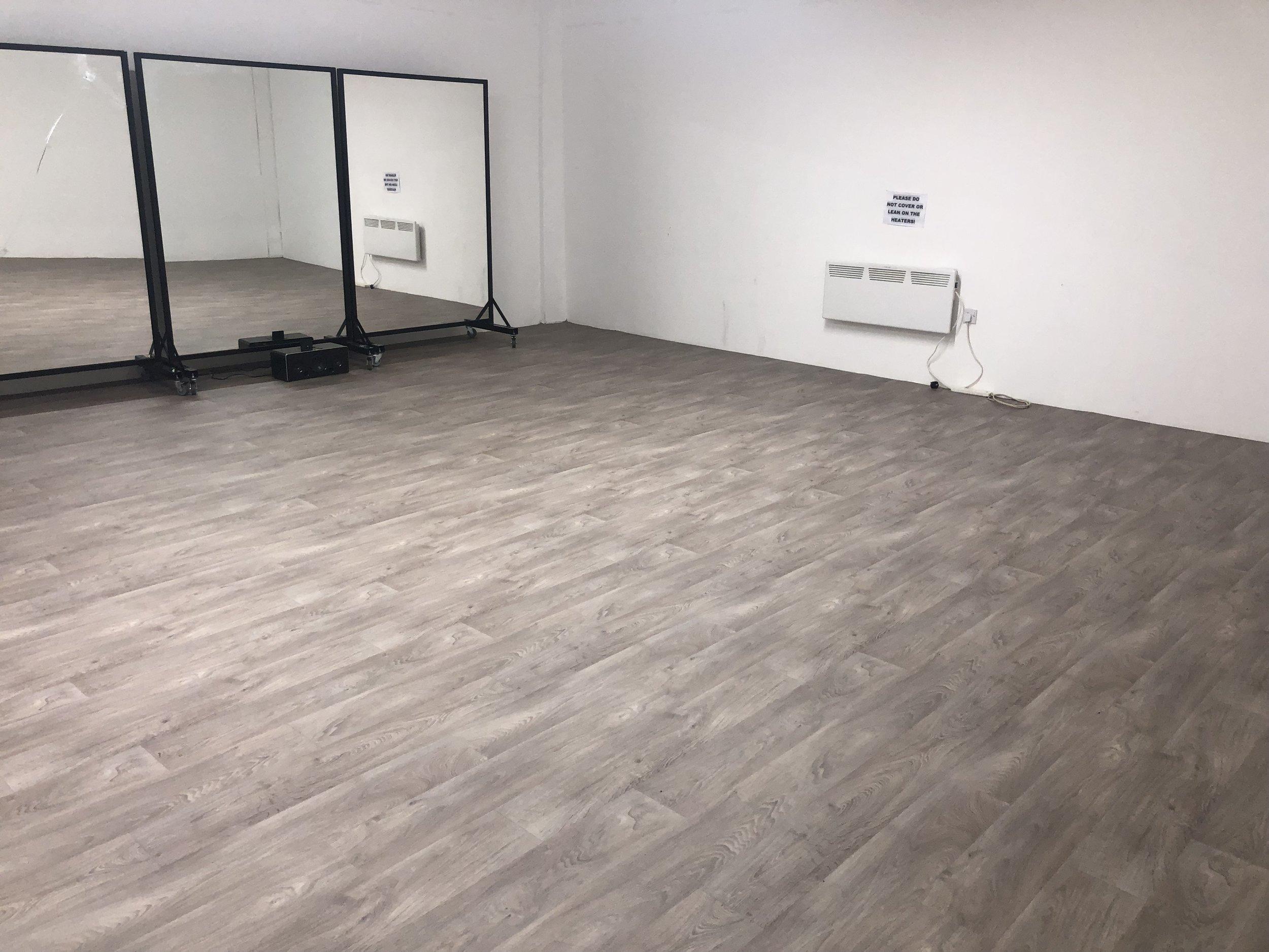 Studio four - Studio 4: 23.5ft x 21.5ft
